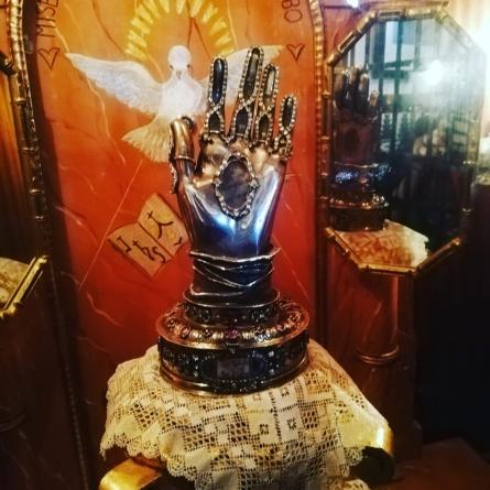 la mano incorrupta de santa Teresaaa